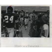 1975 Press Photo Green Bay Packers football player, Johnnie Gray & his teammates