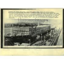 1976 Press Photo San Pedro cargo ship in the Miraflores Lock of the Panama Canal