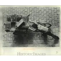 1977 Press Photo A vendor pushes his cart along a street in Peru. - mjc33068
