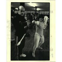1979 Press Photo Fencing teacher Michel Sebastiani coaches Tracy Kelton.