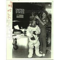 1984 Press Photo Jeff Grizzard Puts Astronaut Helmet on Space Camp Participant
