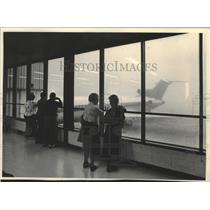 1984 Press Photo Dense fog closes Mitchell Field airport - mjt14304