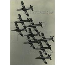 1986 Press Photo Italian air force aerial stunt team at EAA Fly-in, Oshkosh
