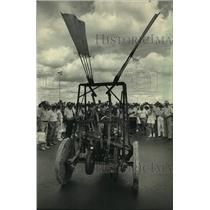 1987 Press Photo Steve Hay's ornithopter at Experimental Aircraft Association.