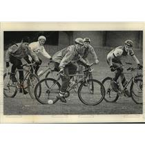 1991 Press Photo University of Wisconsin students play bicycle polo, Madison.