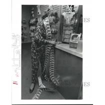 1992 Press Photo Robin Wilson scratching off $50 worth of lottery tickets in TX
