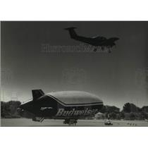 1993 Press Photo The Bud One Airship at Timmerman Field in Milwaukee - mjc31203