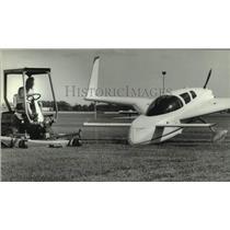 1993 Press Photo Experimental Aircraft Association worker mowing the grass