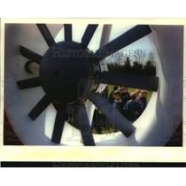 1994 Press Photo Students look through helicopter's tail rotor blade - mjc33618