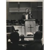 Press Photo Austin McGuigan giving lottery seminar in Alabama - abna38569