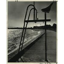 1962 Press Photo An abandoned lifeguard's on lakefront of Lake Pontchartrain