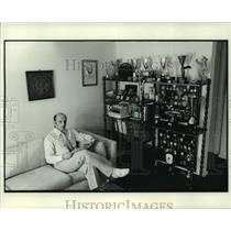 1976 Press Photo Dr. John Kalmar with fencing awards in his Metairie apartment