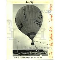 1984 Press Photo A large Yoplait hot air balloon flies at Schwegmann's Bros.