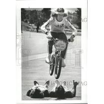 1982 Press Photo Joe Hendricks/Bicycle Stunt
