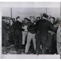 1953 Press Photo Police restrain shouting Anastasia man - RRW88059