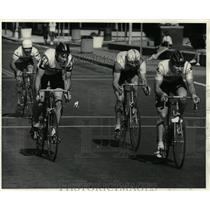 1984 Press Photo Bicyclists compete in Troy, New York Criterium race - tus00903