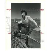 1988 Press Photo Manor, TX Chamber president Andy Norton at location of airport
