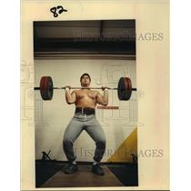 1989 Press Photo Ex-Texas A&M star Randy Barnes trains with weights in Houston.