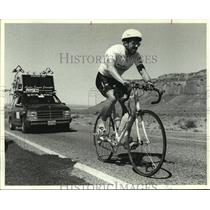 1990 Press Photo Ultra-marathon cyclist Rick Kent of Houston competes in race.