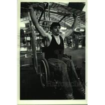 1990 Press Photo Steve Klee lifts weights at Colonie Sports & Fitness, New York