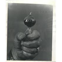 1973 Press Photo Love Meter Owner Didn't Love Camera - RRW37899