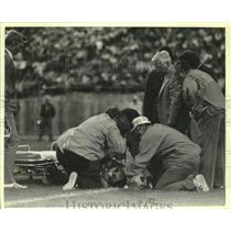 1978 Press Photo Patriots football's Darryl Stingley gets injured during game