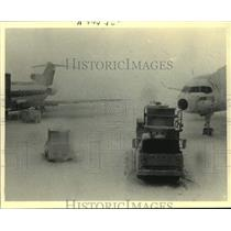 1987 Press Photo Snow covered jets sat at Mitchell Airport in Wisconsin