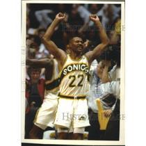 1992 Press Photo Sonics basketball player Ricky Pierce celebrate victory
