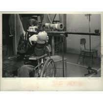 Press Photo Brian Kubricky takes aim at target with rifle while in a wheelchair