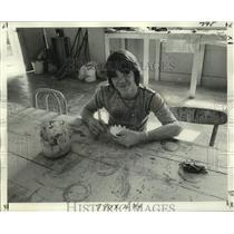 1975 Press Photo Mark S., works on a piece of ceramics at Hope Haven - nob66252