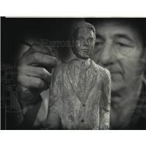 1975 Press Photo Sculptor Joseph P. Losch - nob71393