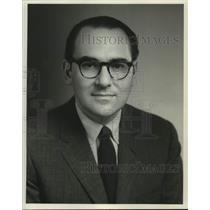 1976 Press Photo Hilton Kramer, art critic, New York Times - nob65257