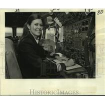 1978 Press Photo Flight engineer Sharon Griggs in cockpit of Boeing 727