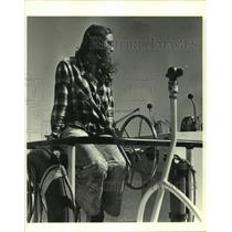 1980 Press Photo Nanci Mann on the helm of her speedboat - nob73714