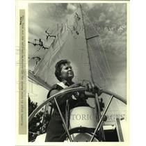 1982 Press Photo Mrs. Rea May Mann and her sailboat in Mandeville for sports