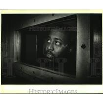1988 Press Photo Romiro Lorando talks to a reporter at Vermillion Parish Jail.
