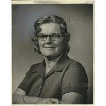 1975 Press Photo States-Item's Draw Poker Contest Winner Mrs. Sanomar Haydel