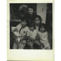 1990 Press Photo Youtong Wilcox with her new Amerasian refugee family