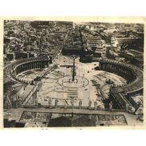 Press Photo Immense square before the Basilica of St. Peter's in Rome, Italy