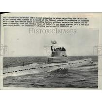 1958 Press Photo A Soviet submarine is shown patrolling in the Baltic Sea