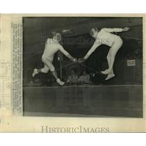 1965 Press Photo Fencing Champ Zoltan Nemere battles Gianbatista Breda in Paris.