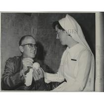 1968 Press Photo Al Lopez signed a baseball for a nurse in Chicago hospital.