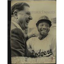 1974 Press Photo Los Angeles Dodger Outfielder Jimmy Wynn & Al Campanis