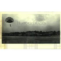Press Photo Parachutist Debbi Camp in New York - tua21341