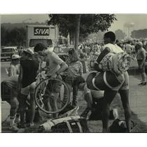 1984 Press Photo Bicyclists make their way to Milwaukee Sentinel Great Bike Ride