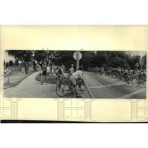1984 Press Photo Cyclists bike through Lake Park during Milwaukee Road Classic.