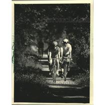 1985 Press Photo Bicyclists on Sugar River State Trail, Wisconsin - mjc37708
