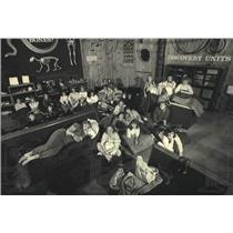 1987 Press Photo Girl Scouts sleep at the Milwaukee Public Museum for a program