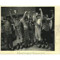 1987 Press Photo Troop 83 joins hands to celebrate Girl Scouts' 75th anniversary