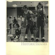 1987 Press Photo Kim McDonald skating with her troop, others, Wisconsin.